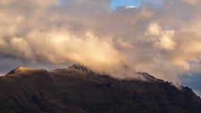 Se nubla lapso de tiempo en el pico de Gualterio, queenstown, Nueva Zelanda almacen de video