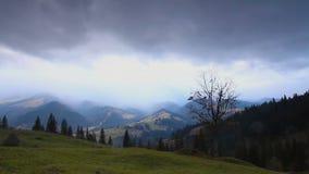Se nubla lapso de tiempo Paisaje de la montaña Calentamiento del planeta 1920x1080 metrajes