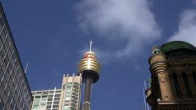 Se nubla lapso de tiempo sobre la torre de Sydney (westfield) metrajes