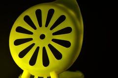 Se opone la fotografía coloreada amarillo de la forma redonda Foto de archivo