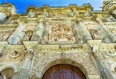 Se?ora Assumption Cathedral Church Oaxaca M?xico de las torres de las estatuas de la fachada fotografía de archivo libre de regalías