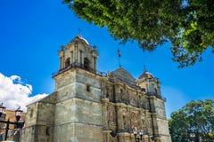 Se?ora Assumption Cathedral Church Oaxaca M?xico de las torres de las estatuas de la fachada fotos de archivo libres de regalías