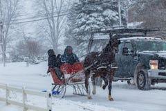 Se précipiter par la neige image libre de droits