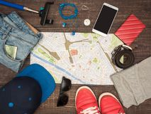 Se préparant au voyage en Italie, des choses sont présentées sur la table Photo stock