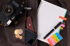 Se préparant au voyage, voyage, vacances de voyage, moquerie de tourisme vers le haut de plan rapproché L'espace vide vous pouvez Photographie stock libre de droits