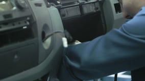 Se réunir d'un tableau de bord de voiture sur le convoyeur clips vidéos
