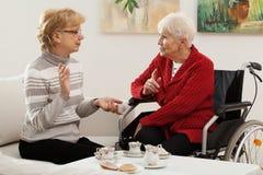 Se réunir de femmes plus âgées Image stock