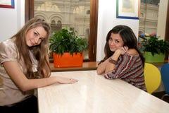 Se réunir femelle de deux amis Photographie stock libre de droits