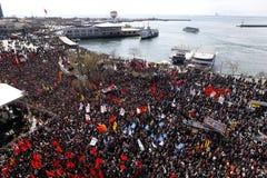 Se réunissant à Istanbul, la Turquie photographie stock libre de droits