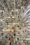 Istappar på tegelstenarbete Arkivbild