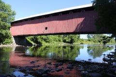 Se refléter de pont couvert Photo libre de droits