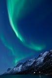 Se refléter de Borealis de l'aurore (lumières nordiques) Photos libres de droits