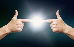 Se relier de deux mains Image libre de droits