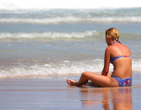 Se reposer sur la plage Photos stock