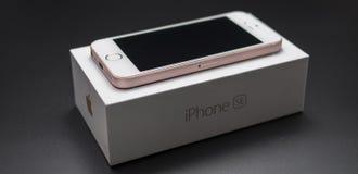 SE Rose Gold de Iphone nueva Imágenes de archivo libres de regalías
