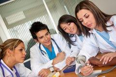 Se réunir de médecins Photo libre de droits
