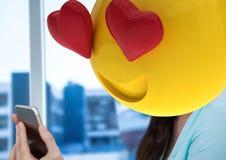 se sentir dans l'amour avec le message Emoji font face Images stock