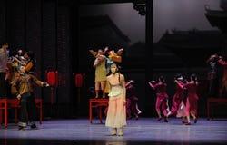 Se sentir seul parmi l'acte de personnes-Le d'abord des événements de drame-Shawan de danse du passé Images libres de droits