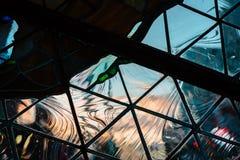 Se solnedgången i Grand Rapids Michigan till och med geometriskt exponeringsglas royaltyfri bild