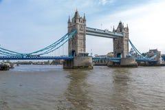Se sydostligt på tornbron fotografering för bildbyråer