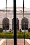 Se till gården och victorianhuset Arkivfoto