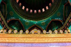 Se upp den inre Bibiheybat moskén royaltyfri foto