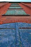 Se upp en gammal tegelstenbyggnad Arkivbilder