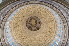 Se upp inom kupolen av Kapitoliumbyggnaden i Washington arkivbilder