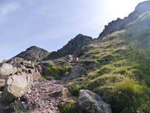 Se upp Kirkfell brant klippa, sjöområde royaltyfri fotografi