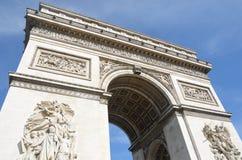 Se upp på Arc de Triomphe Paris Arkivbilder