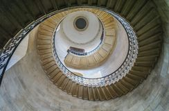 Se upp på kupolen inom domkyrka för Saint Paul ` s, London royaltyfri fotografi