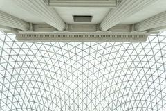 Se upp på den glasade markisen av British Museum Royaltyfri Fotografi