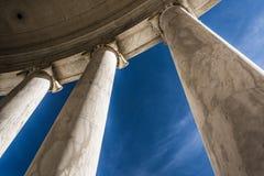 Se upp på kolonner på Thomas Jefferson Memorial, Washingt Arkivbild