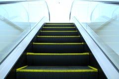 Se upp rulltrappan från jordningen under Royaltyfria Bilder