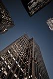 se upp skyskrapor arkivbild