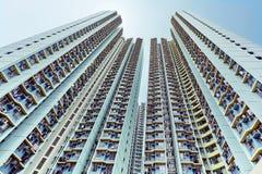 se upp till skyskrapor med wideangle Arkivbild