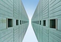 se upp till skyskrapor med wideangle Arkivfoto