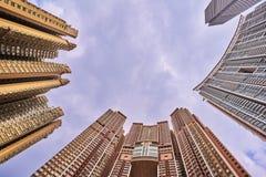 se upp till skyskrapor med wideangle Royaltyfri Bild