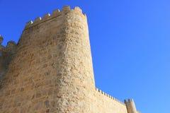 Se upp till väggen av Avila royaltyfria foton