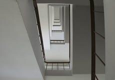 Se upp trappuppgångbyggnad abstrakt arkitekturbakgrund Royaltyfria Bilder