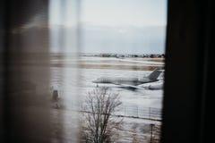 Se ut fönstret i Reykjavik, Island Arkivbild