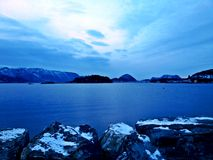 Se världen i blått Arkivfoto