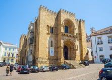Se Velha, gammal domkyrka av Coimbra portugal Arkivfoton