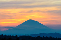 Se vulkan Gunung Agung Summit på soluppgång, Jatiluwih Arkivbild