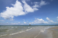 Sea and beach with cloud and blue sky Royalty Free Stock Photos