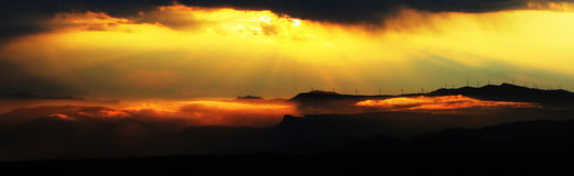 Sea of clouds under the setting sun Royalty Free Stock Photography