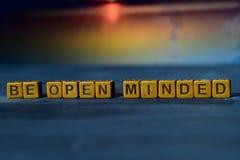 Sea de mente abierta en bloques de madera Imagen procesada cruz con el fondo del bokeh fotografía de archivo libre de regalías