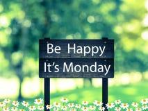 Sea feliz, él es poste indicador de lunes Imagen de archivo