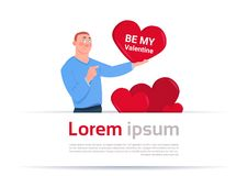 Sea mi concepto de la invitación del día de fiesta del amor del corazón de Valentine Poster Man Holding Red ilustración del vector