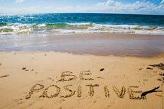Sea positivo Concepto creativo de la motivación Foto de archivo